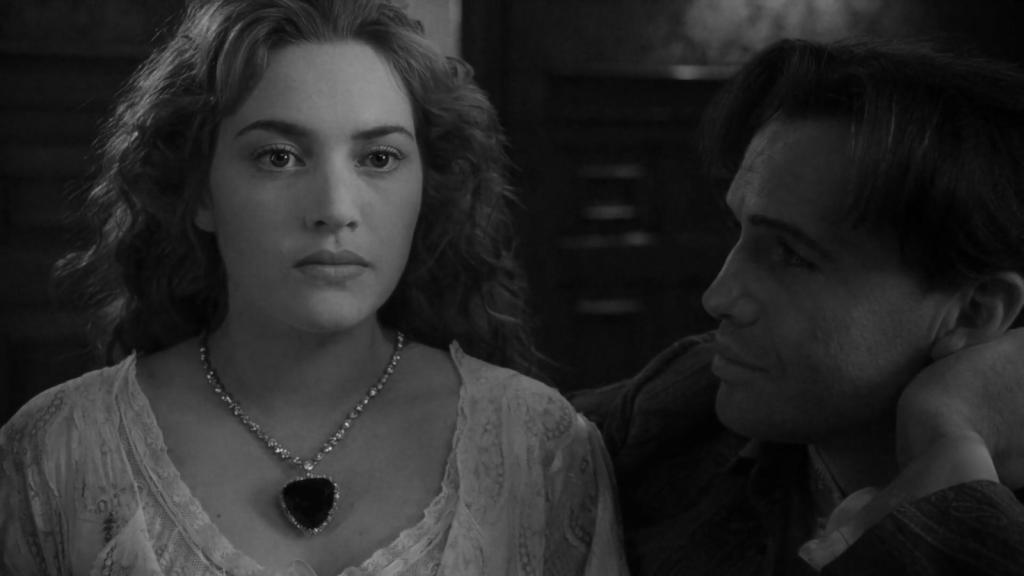Кейт Уинслет с кулоном Heart of The Ocean от Harry Winston в фильме «Титаник», 1997