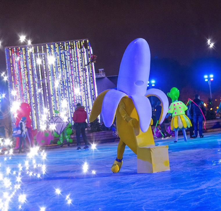 Каток в парке Горького Куда сходить в новогодние каникулы, чтобы не умереть со скуки