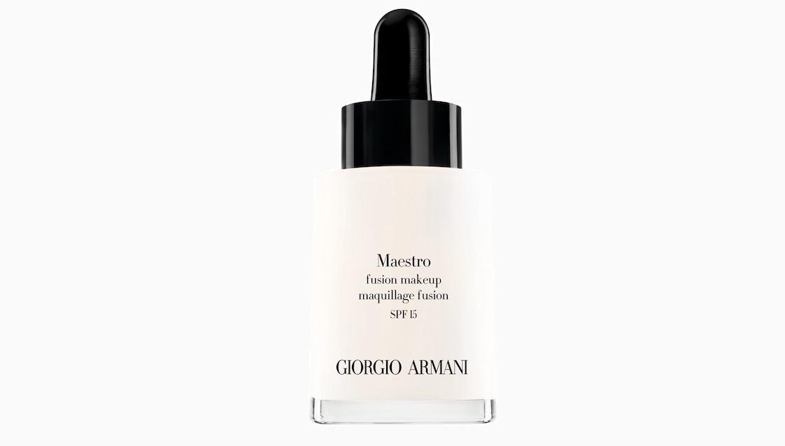 Тональное средство Maestro Winter Glow из рождественской коллекции макияжа Orient Excess от Giorgio Armani 5 100 руб.  Мы проверили: лучшие бьюти средства из рождественских коллекций