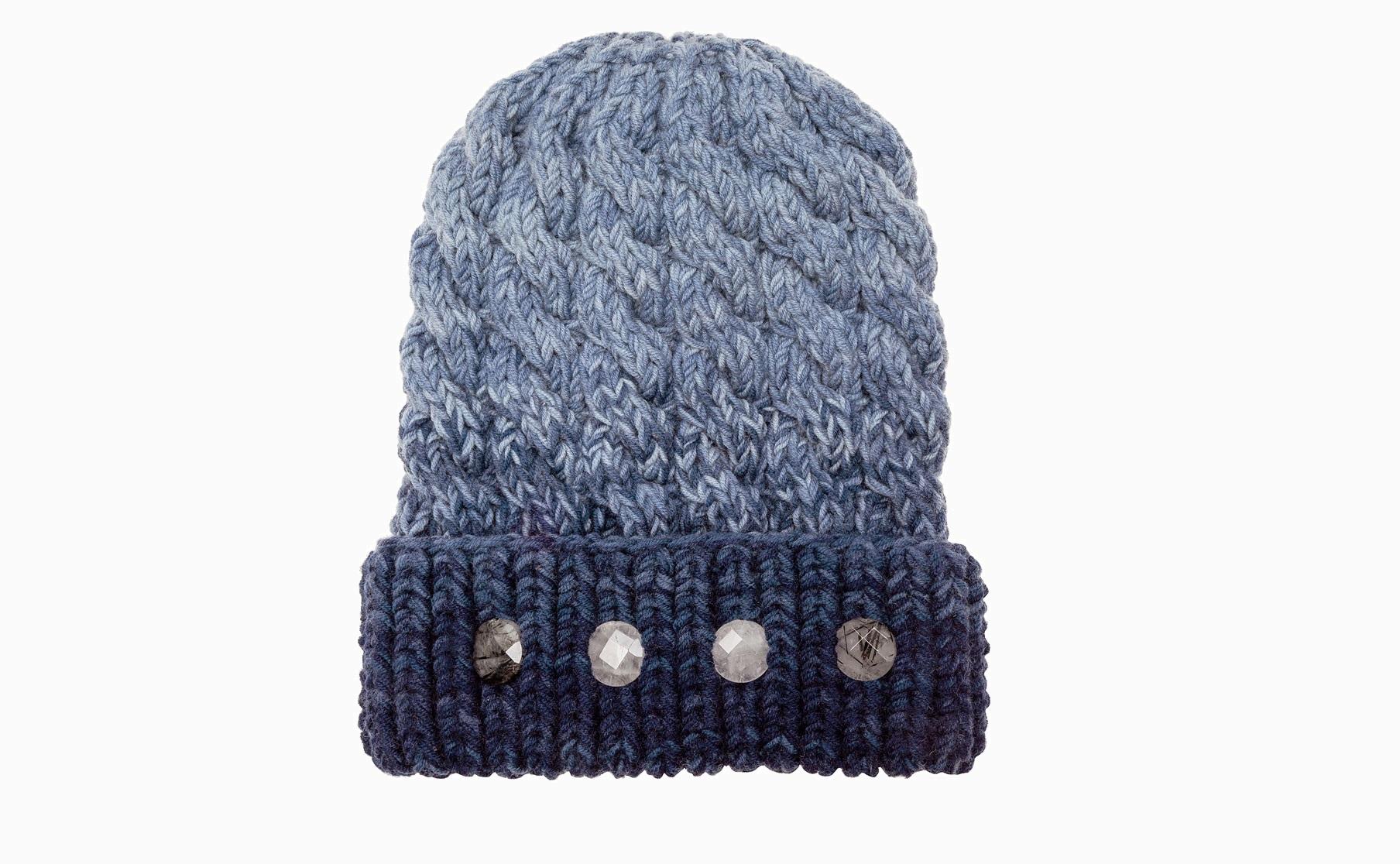 711  От 600 руб. и до…: 12 самых крутых шапок этой зимы