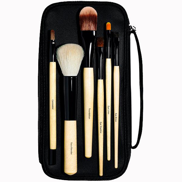 Набор кистей для макияжа Bobbi Brown 12 400 руб. Семь идеальных наборов кистей, которые так и просятся в косметичку