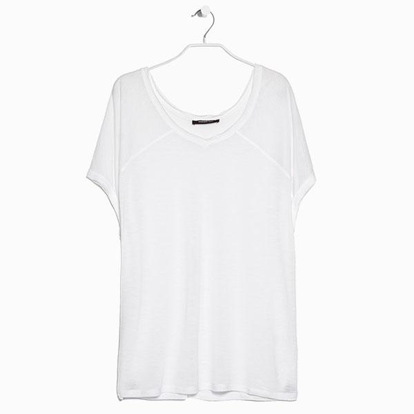 Белая футболка Mango 990 руб.  7 вещей, на которые не стоит тратить больше 1 500 рублей
